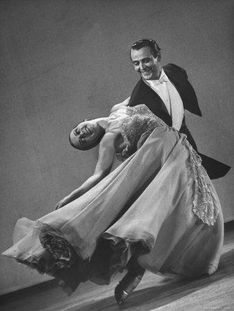 clases de bailes de salón en todos los niveles